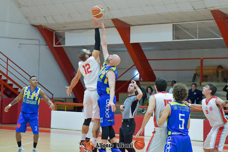 https://www.basketmarche.it/immagini_articoli/13-10-2019/convincente-vittoria-basket-maceratese-basket-fermo-600.jpg