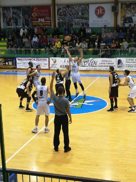 https://www.basketmarche.it/immagini_articoli/13-10-2019/magic-basket-chieti-scappa-ultimo-quarto-doma-virtus-assisi-600.jpg
