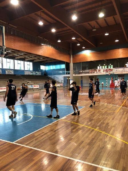 https://www.basketmarche.it/immagini_articoli/13-10-2019/ottimo-magrini-trascina-amatori-severino-vittoria-sporting-porto-sant-elpidio-600.jpg