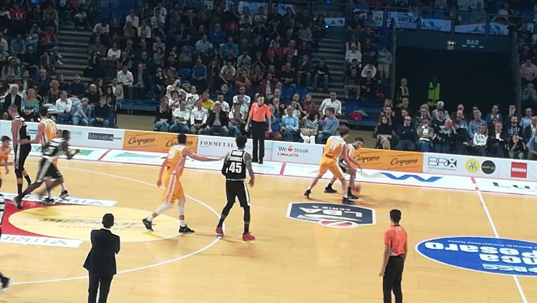 https://www.basketmarche.it/immagini_articoli/13-10-2019/pagelle-pesaro-virtus-bologna-drell-migliore-pesaresi-gaines-600.jpg