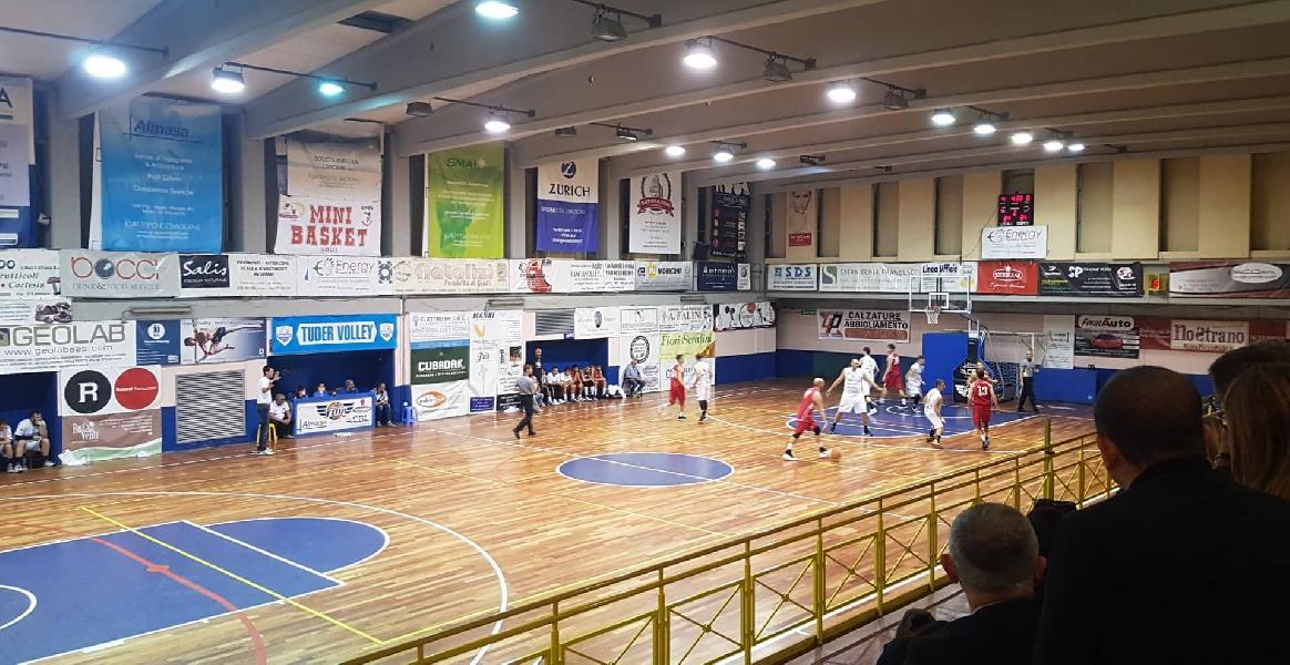 https://www.basketmarche.it/immagini_articoli/13-10-2019/passo-falso-interno-basket-todi-pallacanestro-urbania-600.jpg