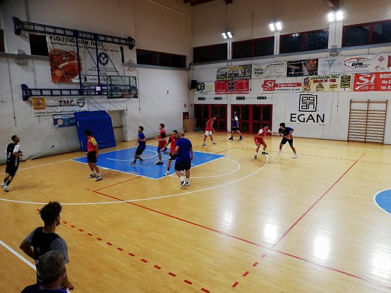 https://www.basketmarche.it/immagini_articoli/13-10-2020/montemarciano-aggiudica-amichevole-buona-loreto-pesaro-600.jpg