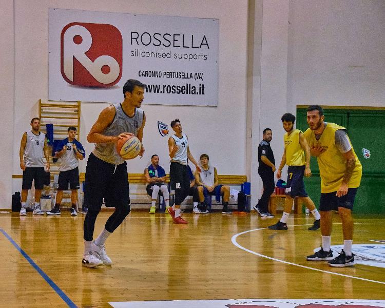 https://www.basketmarche.it/immagini_articoli/13-10-2020/virtus-civitanova-attende-visita-pallacanestro-recanati-amichevole-600.jpg