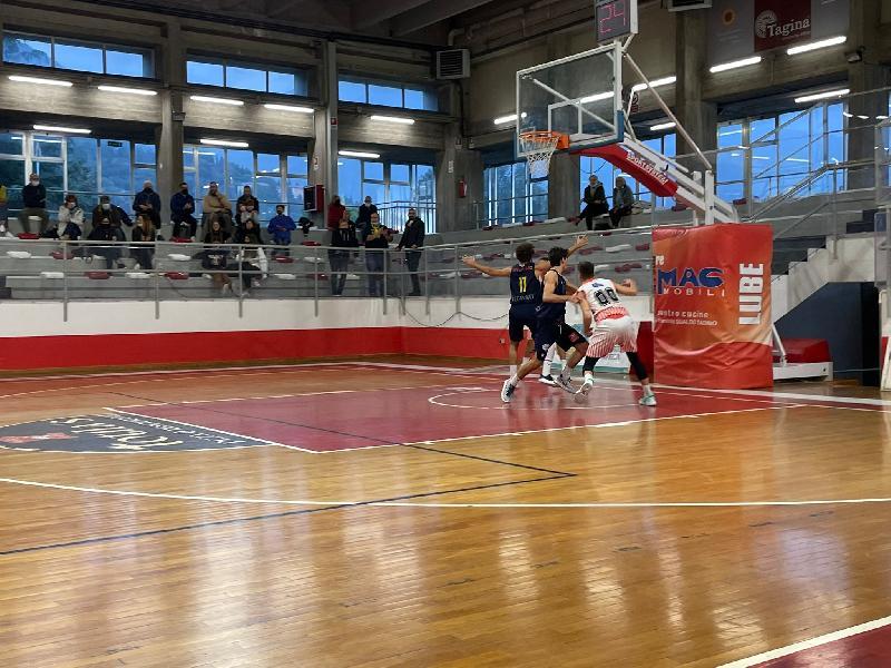 https://www.basketmarche.it/immagini_articoli/13-10-2021/basket-gualdo-coach-paleco-abbiamo-sprecato-opportunit-iniziare-campionato-vittoria-600.jpg