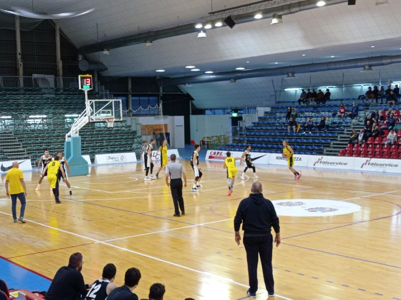 https://www.basketmarche.it/immagini_articoli/13-10-2021/loreto-pesaro-coach-mancini-tempo-siamo-calati-intensit-percentuali-tiro-600.jpg