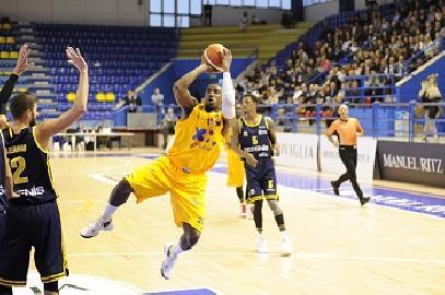 https://www.basketmarche.it/immagini_articoli/13-11-2017/serie-a2-la-poderosa-montegranaro-fa-suo-il-derby-delle-marche-e-continua-a-sognare-270.jpg