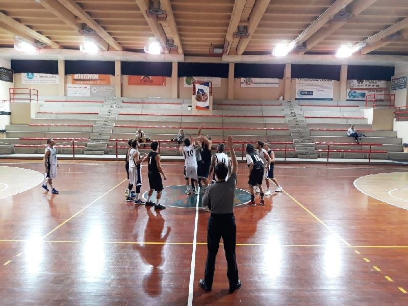 https://www.basketmarche.it/immagini_articoli/13-11-2018/marotta-basket-supera-basket-montecchio-centra-tris-600.jpg