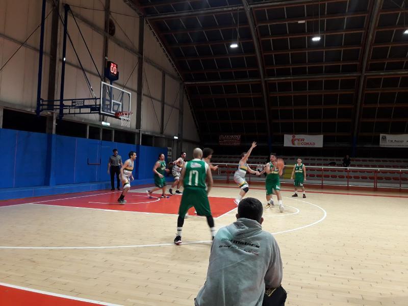 https://www.basketmarche.it/immagini_articoli/13-11-2019/anticipo-giornata-wildcats-pesaro-fermano-corsa-basket-vadese-restano-imbattuti-600.jpg