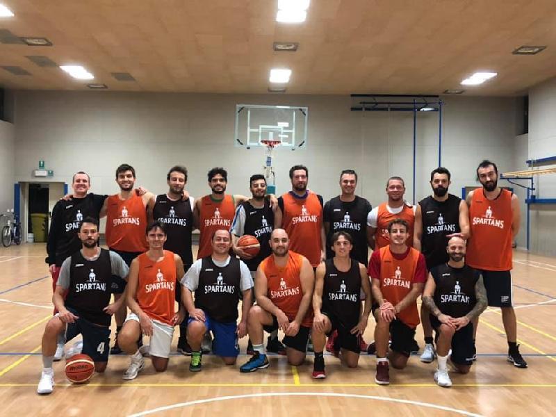 https://www.basketmarche.it/immagini_articoli/13-12-2019/spartans-pesaro-regolano-basket-montecchio-600.jpg