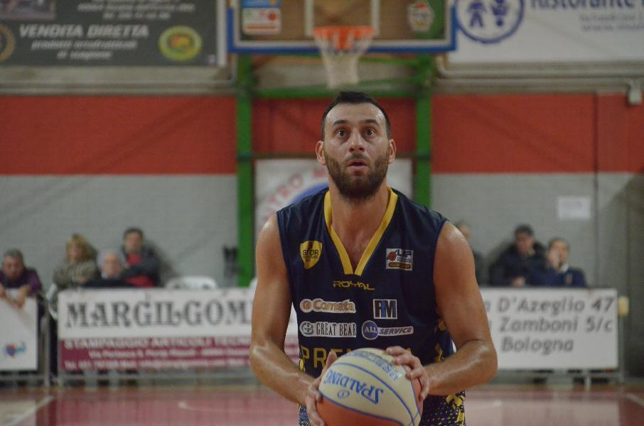 https://www.basketmarche.it/immagini_articoli/13-12-2019/sutor-montegranaro-capitano-riccardo-angilla-scrive-abbonati-600.jpg
