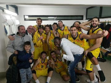 https://www.basketmarche.it/immagini_articoli/14-01-2018/d-regionale-il-basket-fermo-supera-macerata-e-torna-a-correre-270.jpg