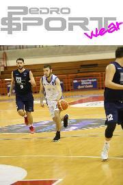 https://www.basketmarche.it/immagini_articoli/14-01-2018/d-regionale-riprende-a-pieno-ritmo-la-marcia-dell-aesis-jesi-270.jpg