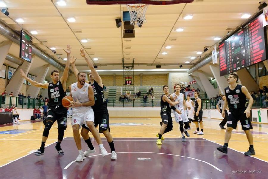 https://www.basketmarche.it/immagini_articoli/14-01-2019/luciana-mosconi-ancona-recupera-sbanca-teramo-dopo-overtime-600.jpg