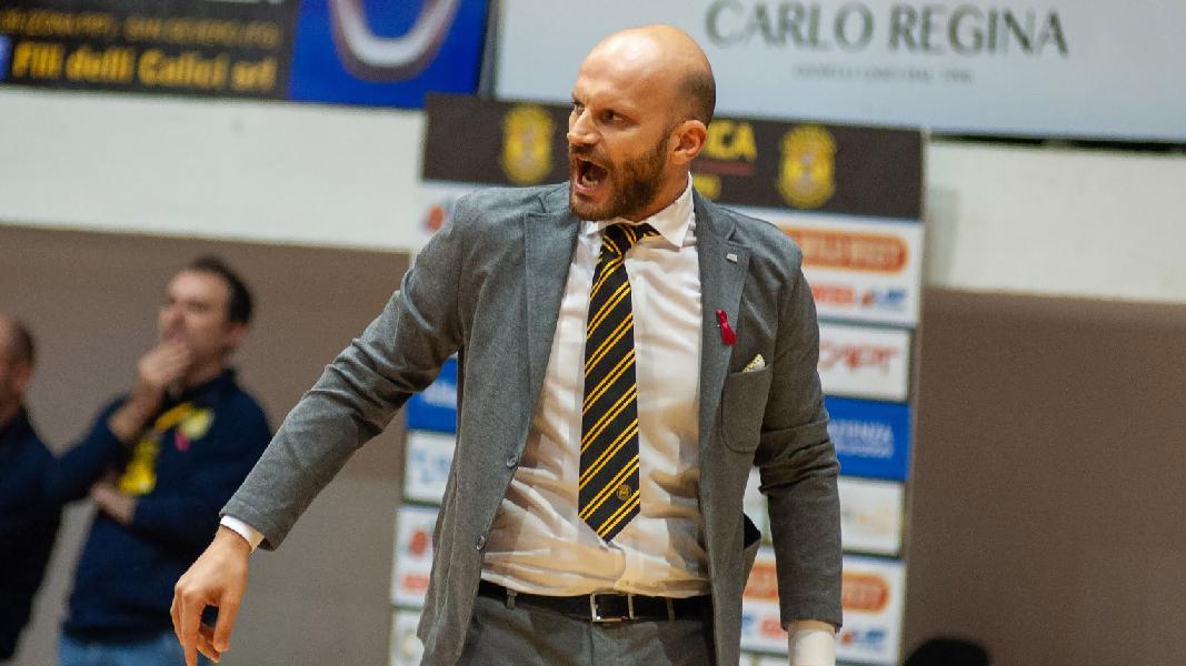 https://www.basketmarche.it/immagini_articoli/14-01-2020/ufficiale-cestistica-severo-esonera-coach-damiano-cagnazzo-600.jpg