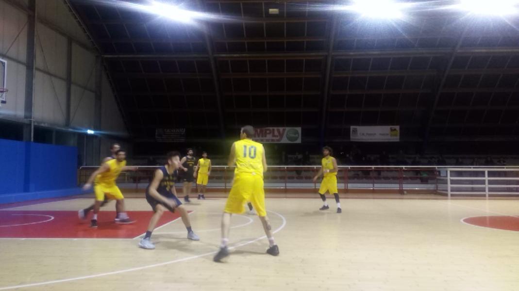 https://www.basketmarche.it/immagini_articoli/14-02-2019/loreto-pesaro-anticipo-basket-fanum-conferma-capolista-600.jpg