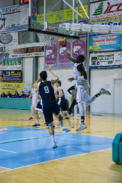 https://www.basketmarche.it/immagini_articoli/14-03-2019/parte-giocatori-vigor-matelica-splendida-iniziativa-benefica-dettagli-600.jpg