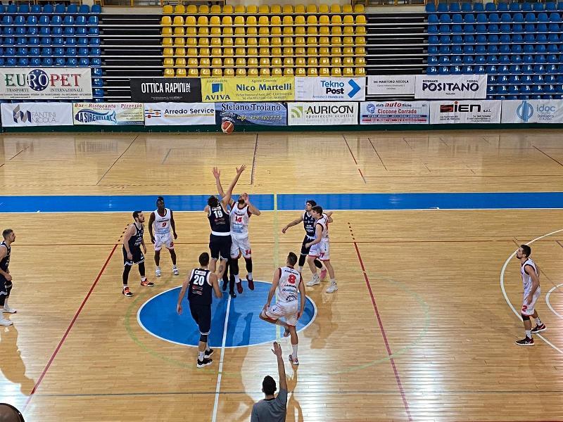 https://www.basketmarche.it/immagini_articoli/14-03-2021/bramante-pesaro-espugna-maniera-convincente-campo-unibasket-lanciano-600.jpg