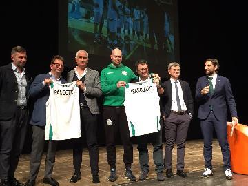 https://www.basketmarche.it/immagini_articoli/14-04-2018/varie-grande-successo-per-l-evento-sport-e-salute-con-flavio-tranquillo-coach-pancotto-ed-il-prof-battono-270.jpg