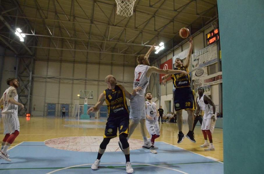 https://www.basketmarche.it/immagini_articoli/14-04-2019/gold-playoff-gara-sutor-bramante-ribaltano-fattore-campo-bene-lanciano-valdiceppo-600.jpg