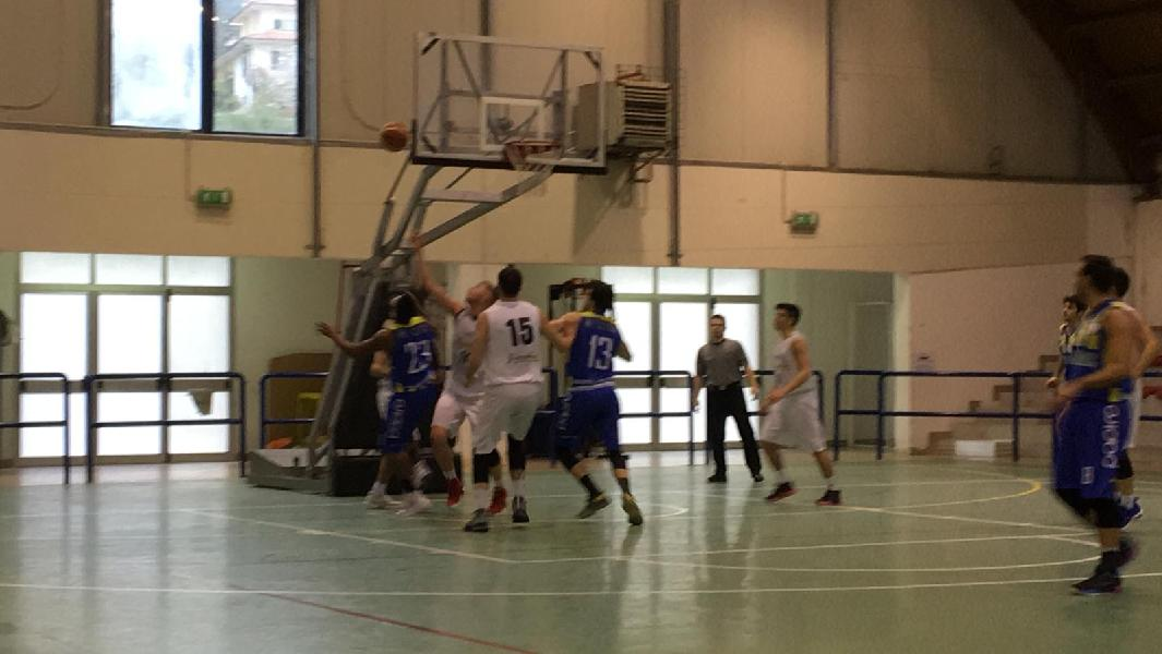 https://www.basketmarche.it/immagini_articoli/14-04-2019/playoff-basket-fermo-paga-tante-assenze-nulla-acqualagna-600.jpg