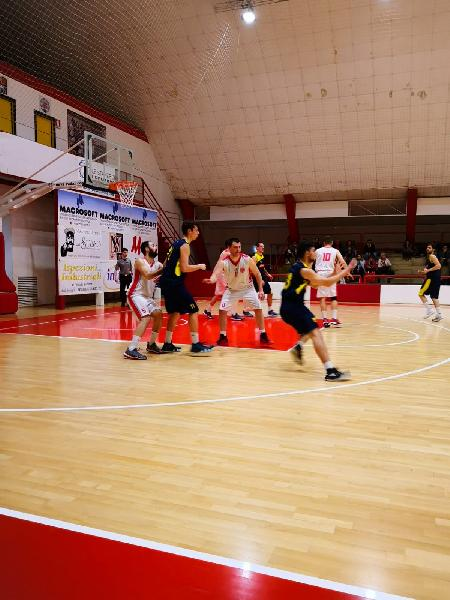 https://www.basketmarche.it/immagini_articoli/14-04-2019/playoff-basket-maceratese-allunga-tempo-supera-castelfidardo-600.jpg