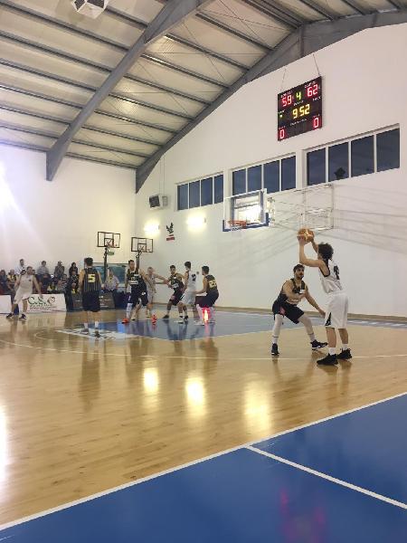https://www.basketmarche.it/immagini_articoli/14-04-2019/playoff-pallacanestro-recanati-cede-finale-viene-sconfitta-aquila-600.jpg