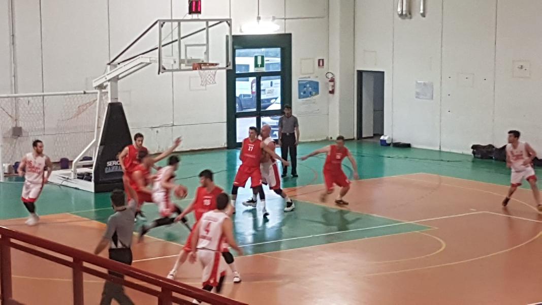 https://www.basketmarche.it/immagini_articoli/14-04-2019/playout-favl-viterbo-firma-colpaccio-espugna-campo-sericap-cannara-600.jpg