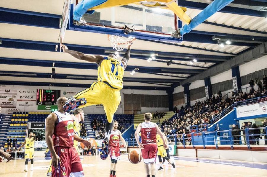 https://www.basketmarche.it/immagini_articoli/14-04-2019/poderosa-montegranaro-trasferta-imola-sogno-posto-600.jpg