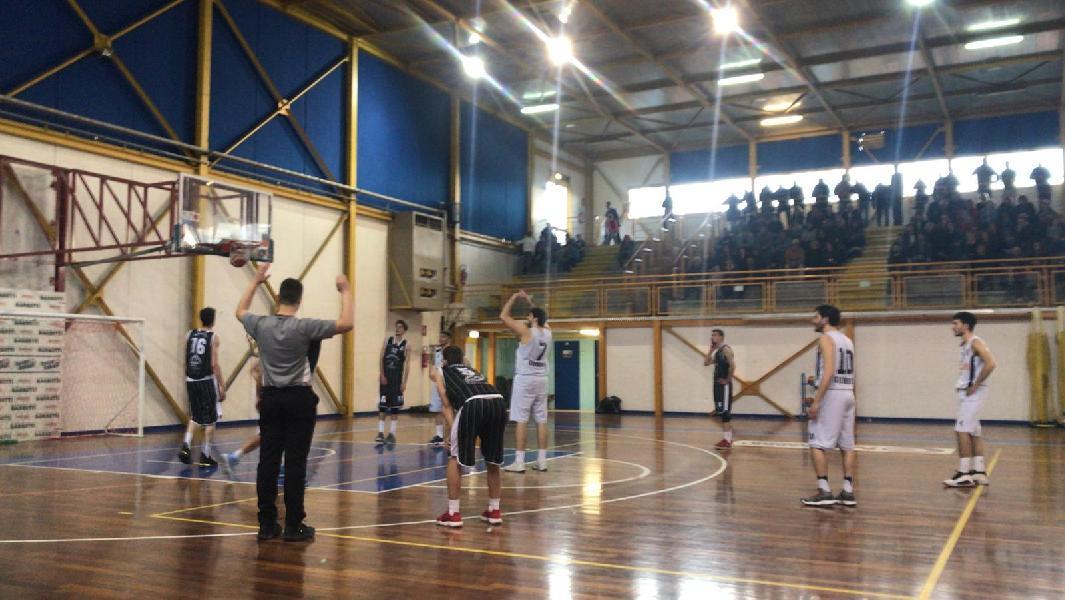 https://www.basketmarche.it/immagini_articoli/14-04-2019/regionale-umbria-playoff-gara-uisp-perugia-corsara-altre-confermano-fattore-campo-600.jpg