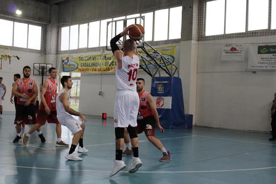 https://www.basketmarche.it/immagini_articoli/14-04-2019/silver-playout-live-gara-gare-domenica-tempo-reale-600.jpg