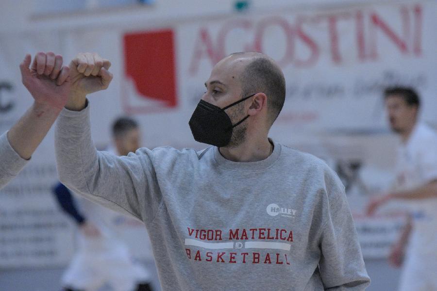 https://www.basketmarche.it/immagini_articoli/14-04-2021/amatori-pescara-vigor-matelica-rinviata-maggio-stefano-bruzzechesse-monitoriamo-costantemente-situazione-600.jpg