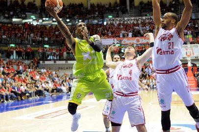 https://www.basketmarche.it/immagini_articoli/14-05-2018/serie-a2-playoff-gara-1-la-poderosa-montegranaro-prima-illude-poi-crolla-a-trieste-270.jpg