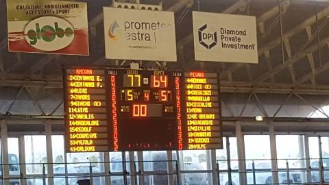 https://www.basketmarche.it/immagini_articoli/14-05-2018/serie-c-silver-playoff-gara-3-il-campetto-ancona-si-riporta-in-vantaggio-contro-il-bramante-pesaro-270.jpg