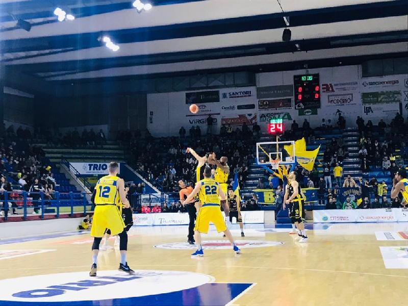 https://www.basketmarche.it/immagini_articoli/14-05-2019/serie-playoff-poderosa-montegranaro-cade-casa-bergamo-adesso-600.jpg