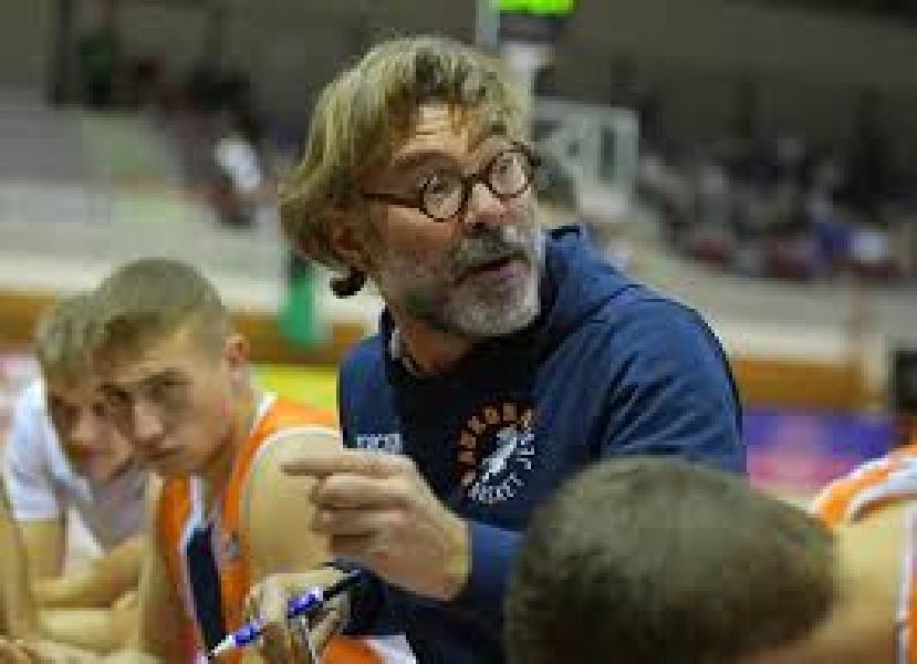 https://www.basketmarche.it/immagini_articoli/14-05-2021/jesi-coach-ghizzinardi-siamo-invitati-ballo-bella-classe-fare-brutta-figura-600.jpg