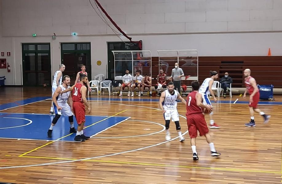 https://www.basketmarche.it/immagini_articoli/14-05-2021/pallacanestro-titano-marino-porta-casa-vittoria-fila-urbania-resta-imbattuta-600.jpg