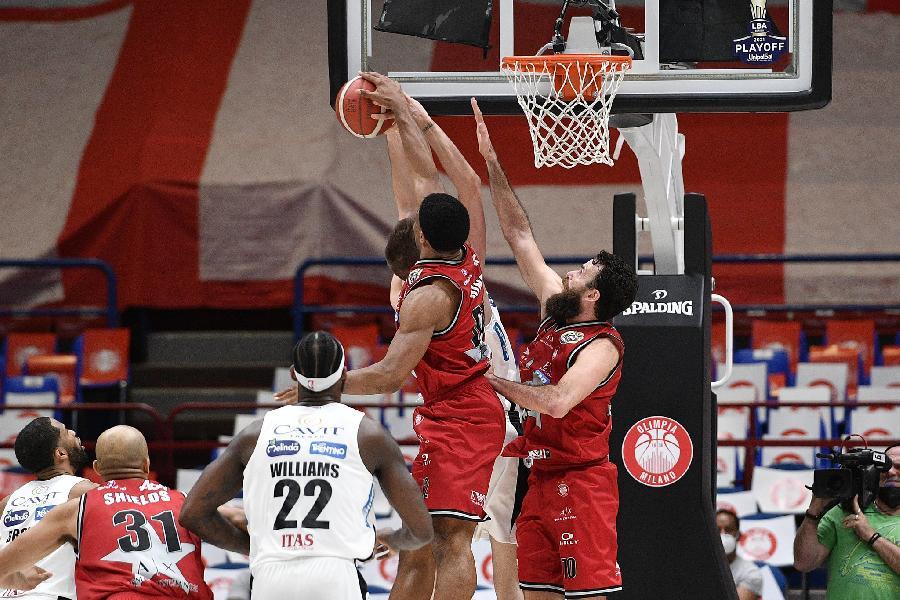 https://www.basketmarche.it/immagini_articoli/14-05-2021/playoff-olimpia-milano-batte-ancora-aquila-basket-trento-senza-problemi-600.jpg