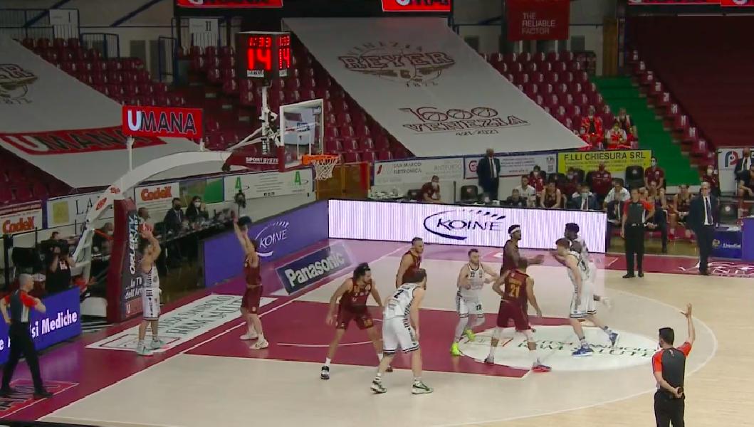 https://www.basketmarche.it/immagini_articoli/14-05-2021/playoff-reyer-venezia-vince-altra-battaglia-dinamo-sassari-600.png