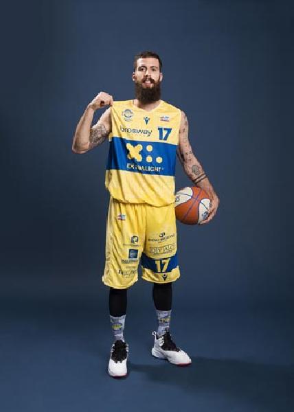 https://www.basketmarche.it/immagini_articoli/14-06-2020/poderosa-montegranaro-davide-bonacini-passo-passaggio-mantova-stings-600.jpg