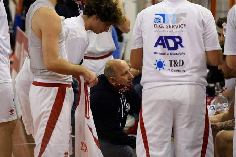 https://www.basketmarche.it/immagini_articoli/14-06-2021/amatori-pescara-coach-castorina-600.jpg