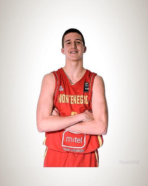 https://www.basketmarche.it/immagini_articoli/14-07-2020/ufficiale-flying-balls-ozzano-firmano-giovane-montenegrina-zdravko-okiljevic-600.jpg