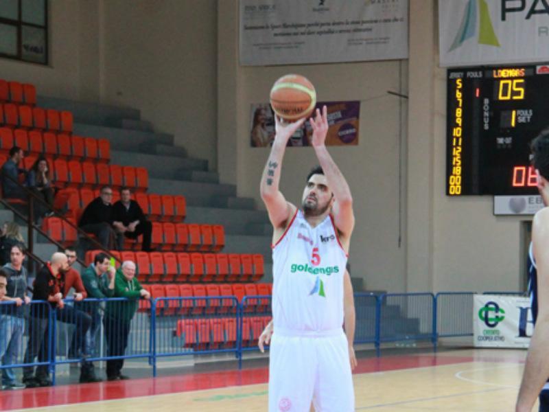 https://www.basketmarche.it/immagini_articoli/14-07-2021/separano-dopo-stagioni-strade-pallacanestro-senigallia-capitan-mirco-pierantoni-600.jpg