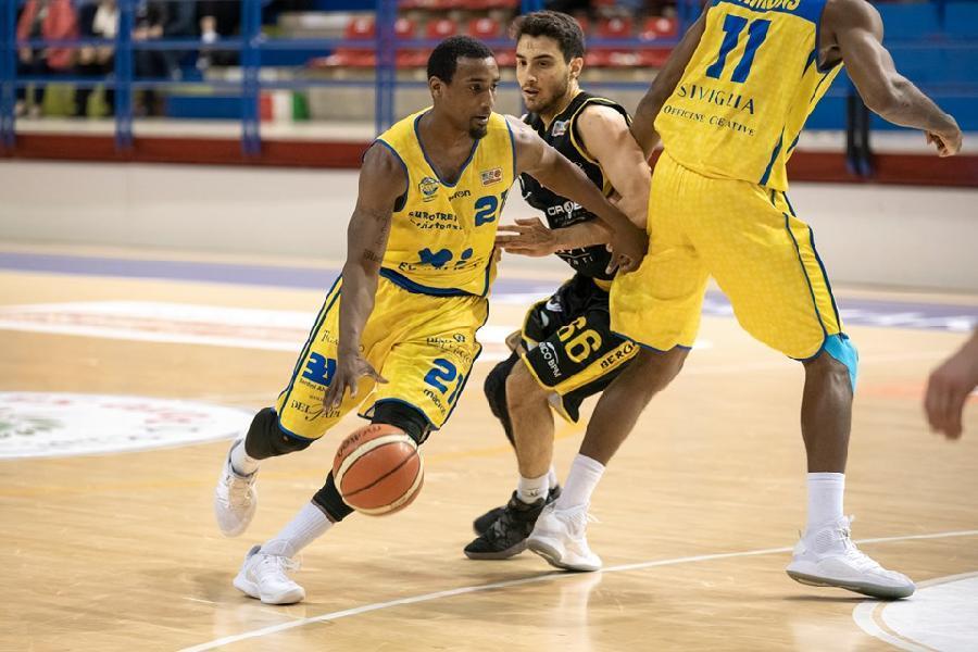 https://www.basketmarche.it/immagini_articoli/14-07-2021/tante-squadre-marshall-corbett-sono-anche-janus-fabriano-cento-600.jpg