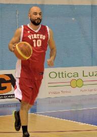 https://www.basketmarche.it/immagini_articoli/14-08-2018/d-regionale-simone-poeta-è-un-nuovo-giocatore-del-basket-fermo-270.jpg