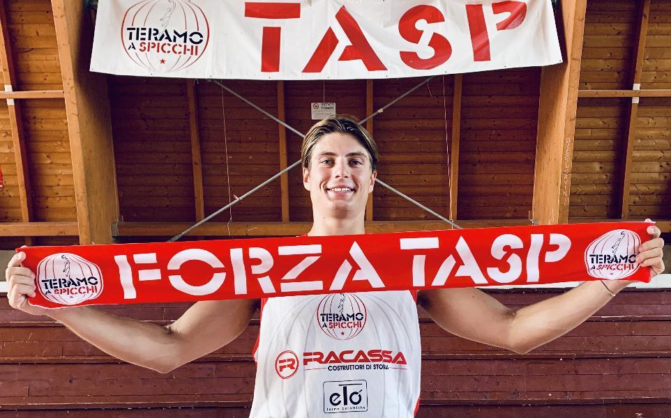 https://www.basketmarche.it/immagini_articoli/14-08-2020/teramo-spicchi-ufficiale-arrivo-playmaker-francesco-faragalli-600.jpg
