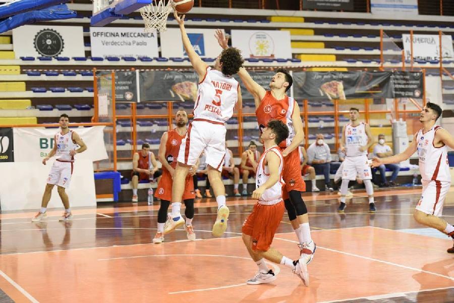 https://www.basketmarche.it/immagini_articoli/14-08-2021/ufficiale-andrea-onofrio-vestir-maglia-amatori-pescara-anche-prossimo-campionato-600.jpg