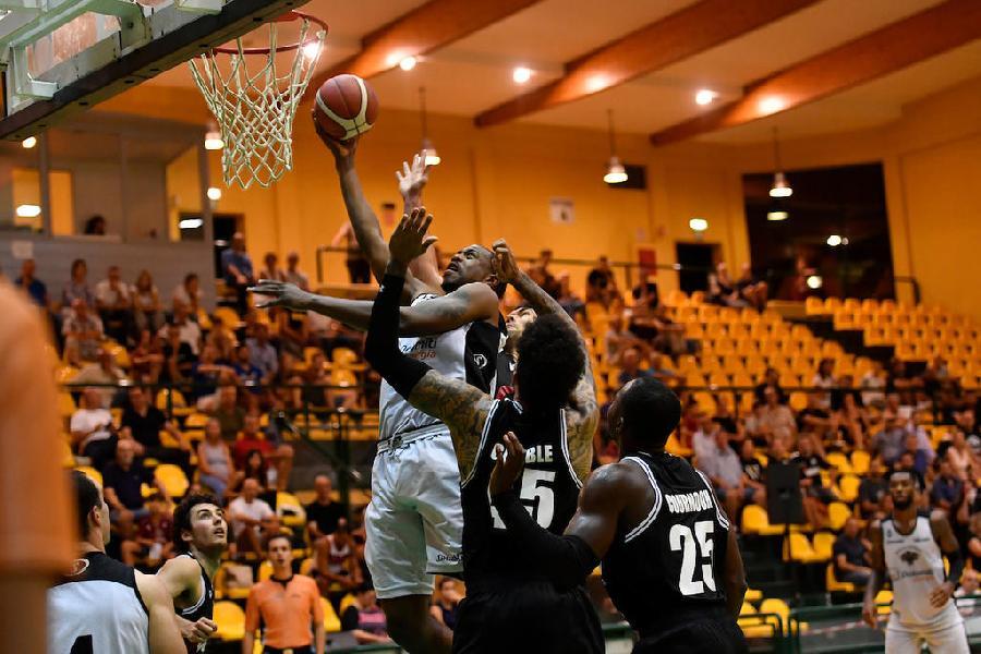 https://www.basketmarche.it/immagini_articoli/14-09-2019/overtime-sorride-ancora-virtus-bologna-aquila-basket-trento-finale-torneo-jesolo-600.jpg