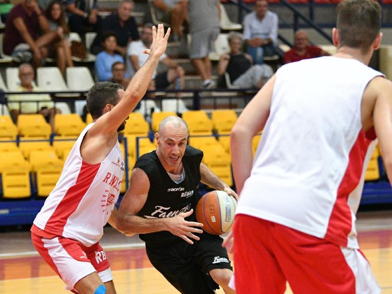 https://www.basketmarche.it/immagini_articoli/14-09-2019/progressi-fase-offensiva-rekico-faenza-test-campo-rinascita-basket-rimini-600.jpg