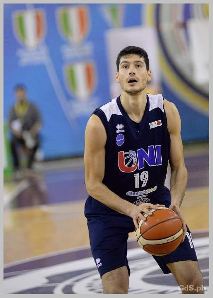 https://www.basketmarche.it/immagini_articoli/14-09-2019/terza-stella-pescara-basket-ufficiale-arrivo-angelo-adonide-600.jpg