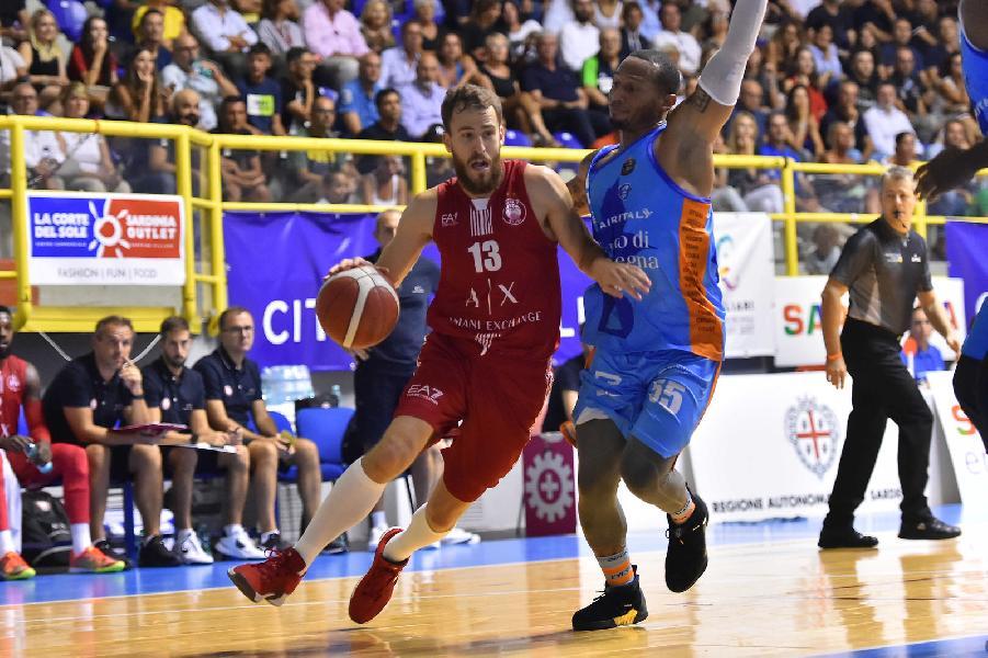 https://www.basketmarche.it/immagini_articoli/14-09-2019/torneo-city-cagliari-olimpia-milano-supera-dinamo-sassari-pioggia-triple-600.jpg